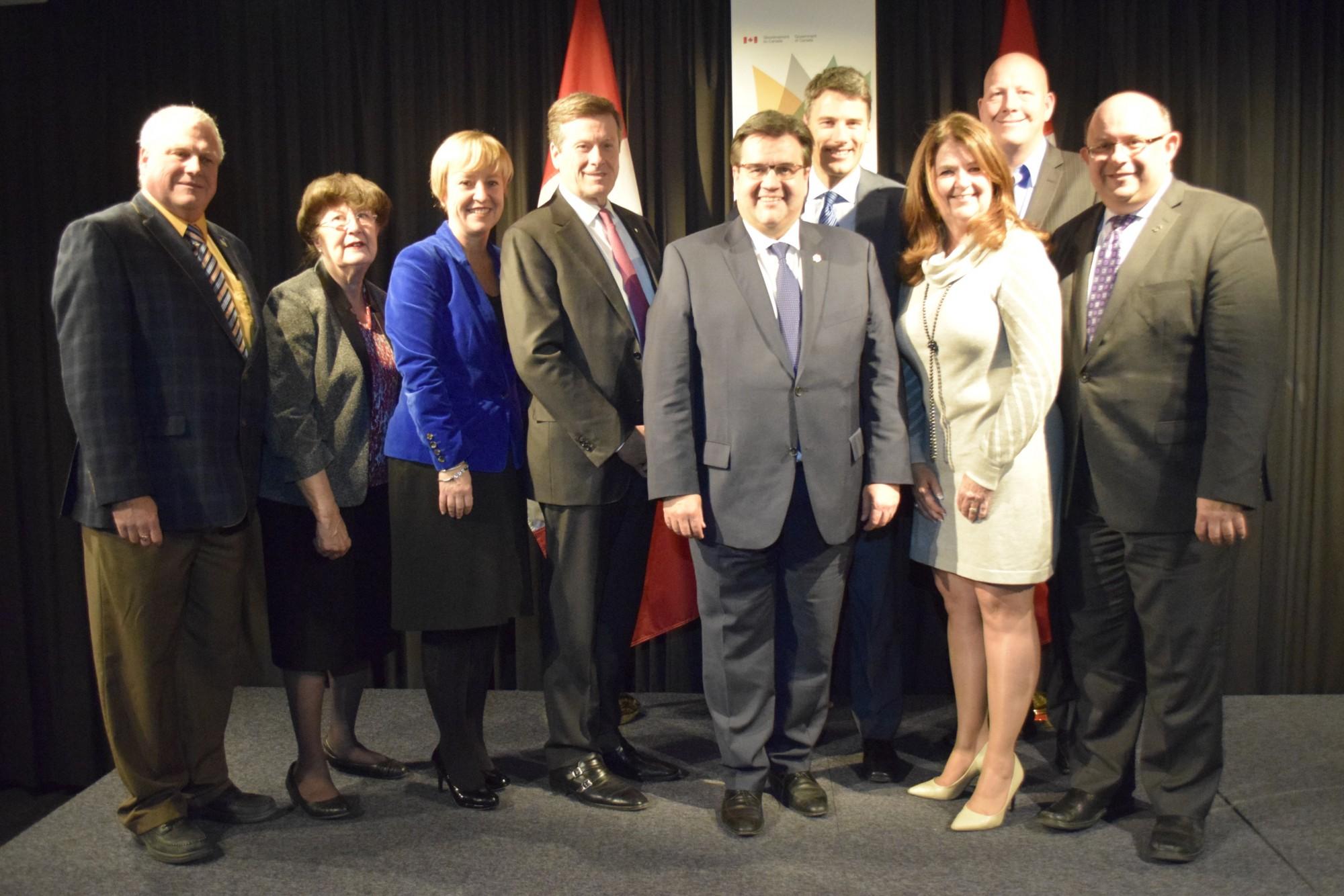 Les maires et les représentants de Montréal, Toronto, Vancouver, Longueuil, Sainte-Julie, Kitchener, Bromont, Halton Hills et Port Coquitlam.